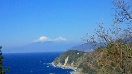Izu, Japón: ちょっと 富士山に雲がかかってます