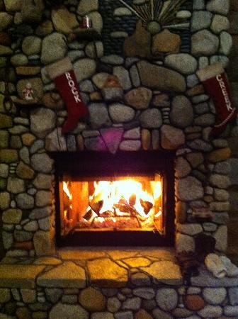 Rock Creek Lodge: Always a fire in the lodge room.  Nice!