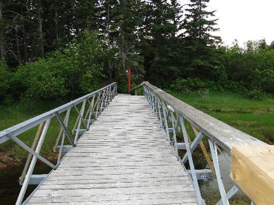 Little Shemogue Inn: Verbindungsbrücke der Gebäude