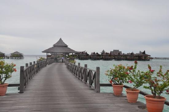 Mabul Water Bungalows: view of the resort going from the Mabul island
