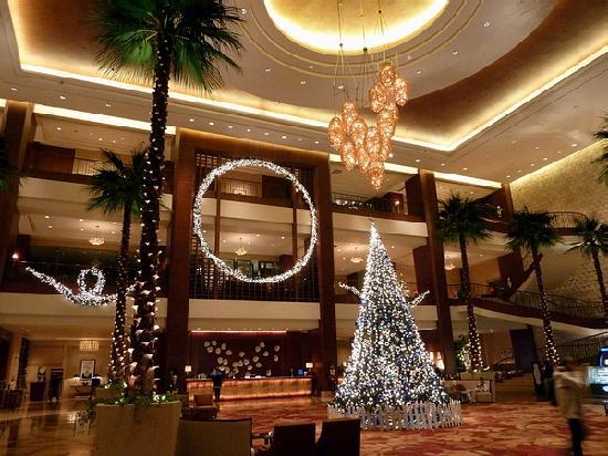 Sheraton Dongguan Hotel: クリスマスで飾り付けられたロビー