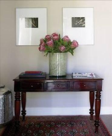 Sugarbird Manor: Hallway