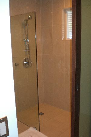 Moorings Mariner Inn Hotel: nice shower but no hot water!