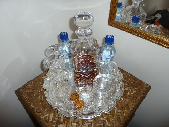 The Bonnington Guest House : Complementary decanter of brandy