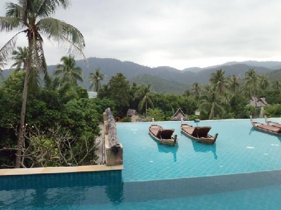 Santhiya Koh Phangan Resort & Spa: view from the pool