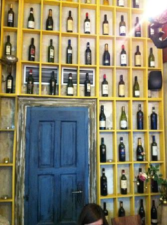 Papa Giovanni: funny bottle display