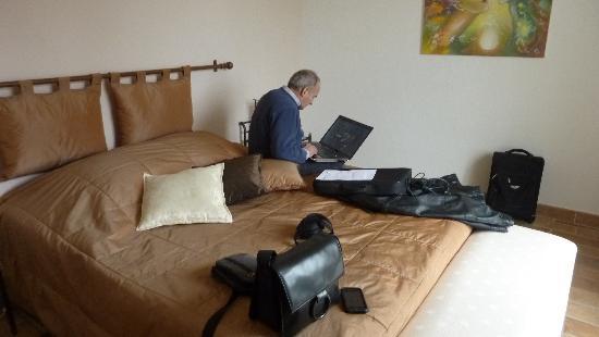 Bastide des Eucalyptus: Notre chambre avec accès Wifi gratuit
