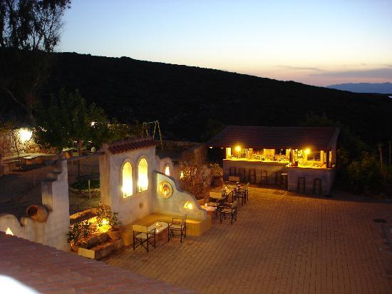 Giorgi's Blue Apartments: Bar und patio