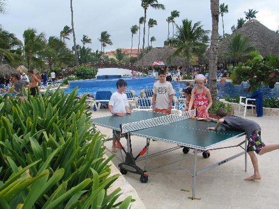 Grand Bahia Principe Punta Cana: Ping Pong à la piscine