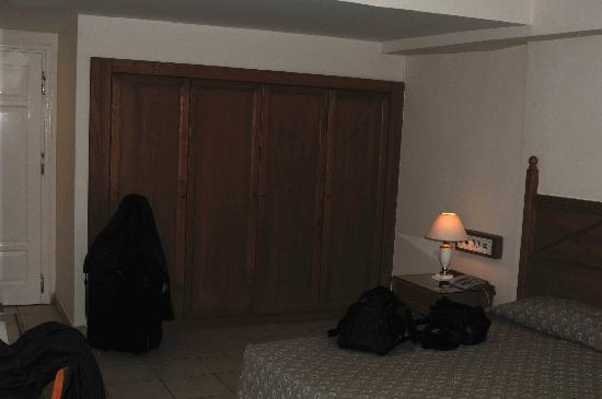 Mitsis Petit Palais: Hotel Room wardrobe
