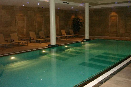 Hotel Hyllit: La très belle piscine