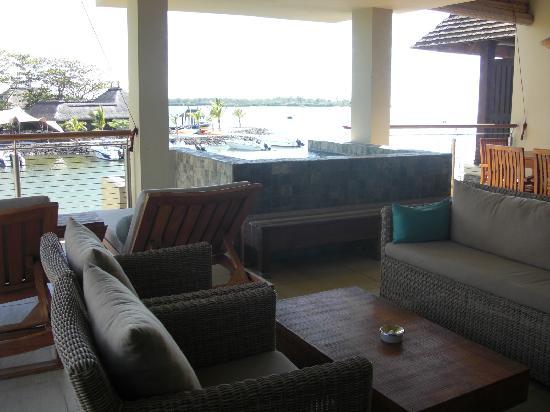 Anahita Golf & Spa Resort : la terrasse avec bassin