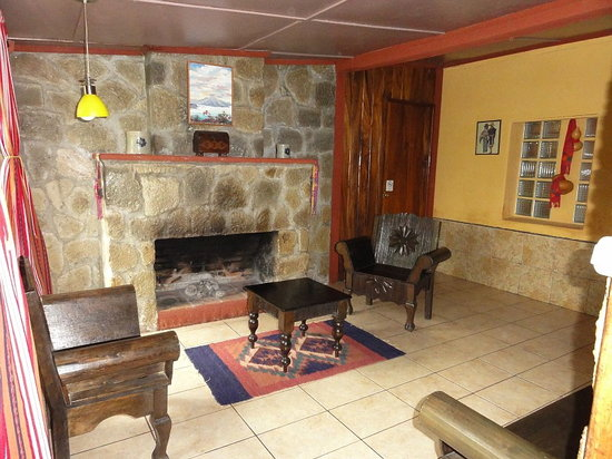 Hotel Utz Jay: common room