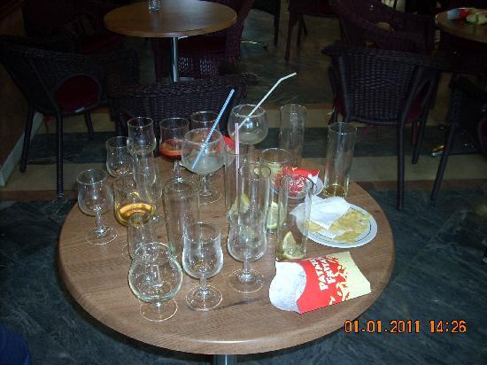 VIK Gran Hotel Costa del Sol: le bar après le passage des Espagnols 1