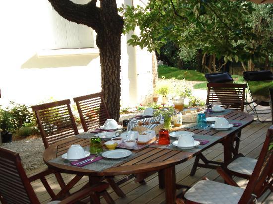 Mon Jardin en Ville : Petit-déjeuner sur la terrasse
