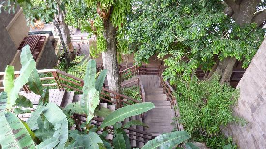 Paresa Resort Phuket : stairs from restaurant to pool