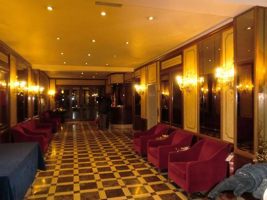 Amadeus Hotel: Recepción del hotel
