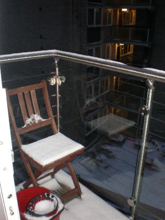 Chancery Lane Apartments: Balcon