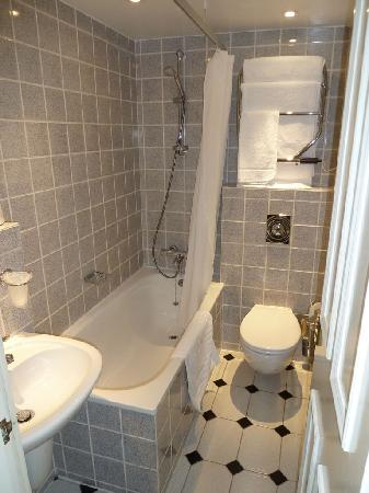 9 Green Lane: Bathroom