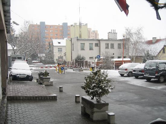 Baronka Hotel : Outside shoot from the reception door. This day it came snow, but it soon dissapeared.