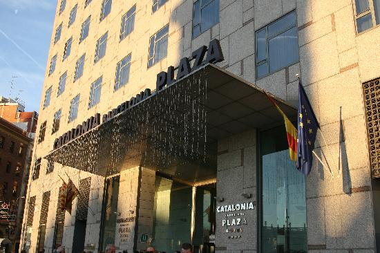 Catalonia Barcelona Plaza: The front entrance