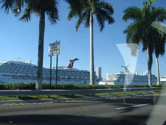 Courtyard Fort Lauderdale East: Cruise ships