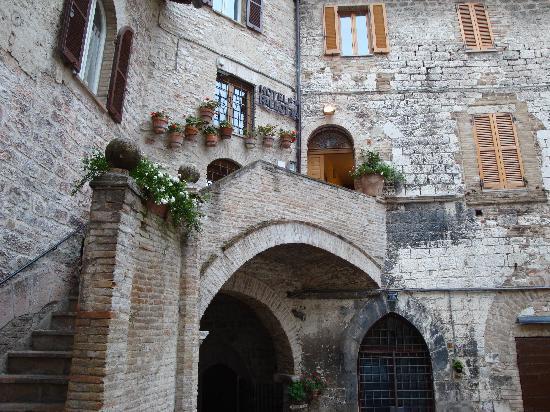 Hotel Pallotta Assisi: Entry