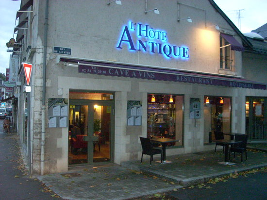 L'Hote Antique : The restaurant is located about two blocks behind the rear of the Chateau Royal de Blois.