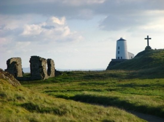 Anglesey Walking Holidays: llanddwyn island, isle of anglesey coastal path