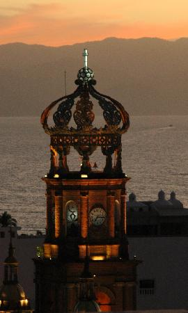 Los Cuatro Vientos Hotel: Some of the greatest sunsets in Vallarta can be seen from Los Cuatro Vientos.