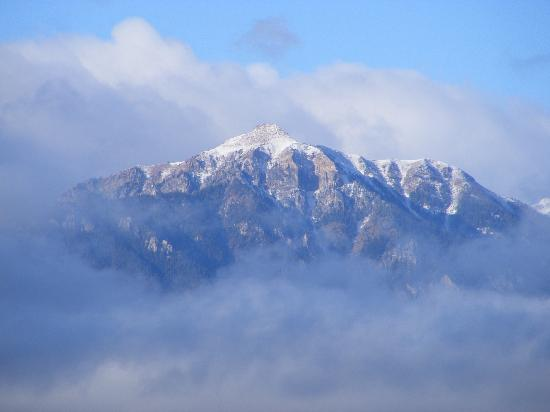 Radium Hot Springs, Καναδάς: Mountains in the clouds