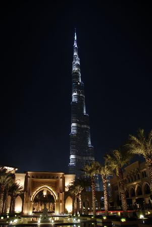 Palace Downtown: 世界で最高層のバージュ・ハリファを背景に