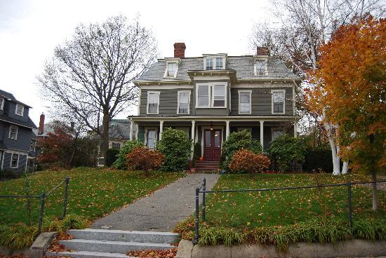 Carruth House: The house