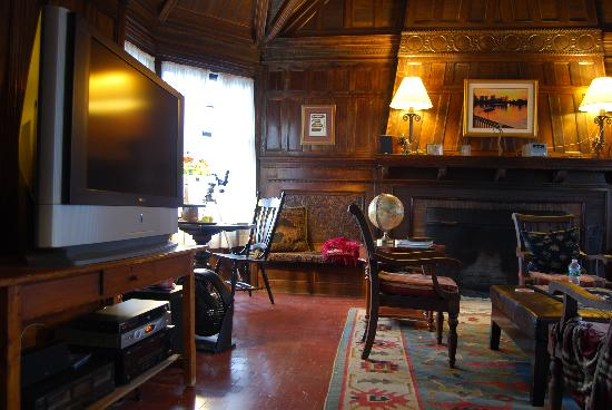 Carruth House: Common Living Room