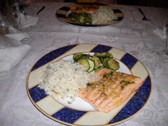 Shannas Cove Resort: Salmon & Capers