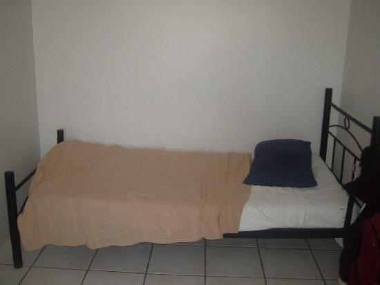 Bohemia Resort: Single bed in room