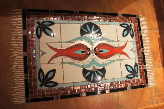 Tree Frog Night Inn: Detailed tile with heated bathroom flooring