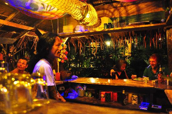 Lanta Pearl Beach Resort: Always joking, smiling & drinking at the Little Hut Bar