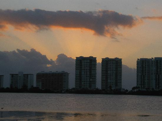 Beach House Imperial Laguna Cancún Hotel: sunrise