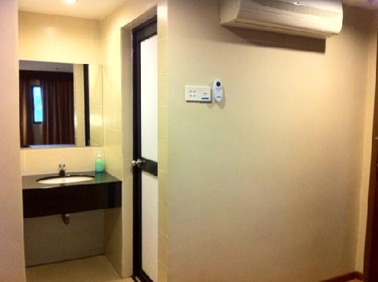 PPisland Hotel: simple utilities (cupboard on the left side of the air-con)