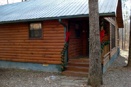 Beavers Bend Lodging: Front Entrance And One Side. Beavers Bend Lodging  Photo. Beavers Bend Lodging: Kayaking Lower Mountain Fork River