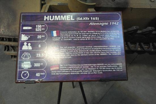 Musée des blindés : HUMMELの砲口径、初速、乗員数、最高速等