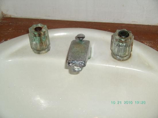 Balisani Padma: Armaturen/Waschbecken