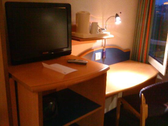 Pavillon Italie: Working desk.