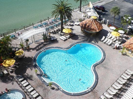 Warm breezes picture of holiday inn hotel suites for Craft fairs in clearwater fl