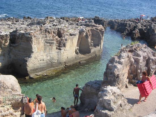La suggestiva piscina naturale picture of il rifugio dei - Piscina naturale puglia ...