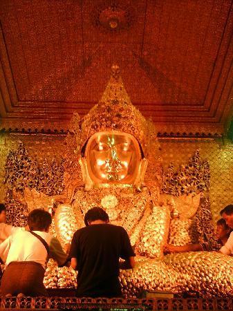Mandalay, Burma: Mahamuni Buddha von vorne