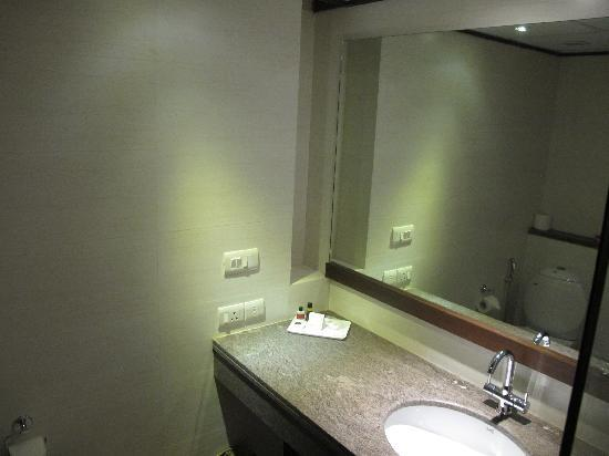 Hotel Africa Avenue: Clean modern bathroom