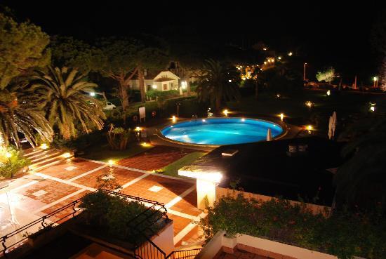 S'Agaro Hotel: HOTEL S AGARO piscine vue d'une chambre