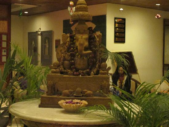 KK Royal Hotel & Convention Center: Ganesha at the lobby